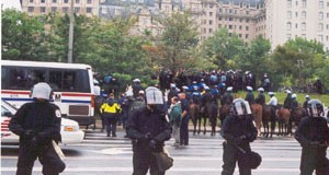 Police-surround-Pershing-Sq.-Park-in-Washington-DC-and-make-mass-arrests
