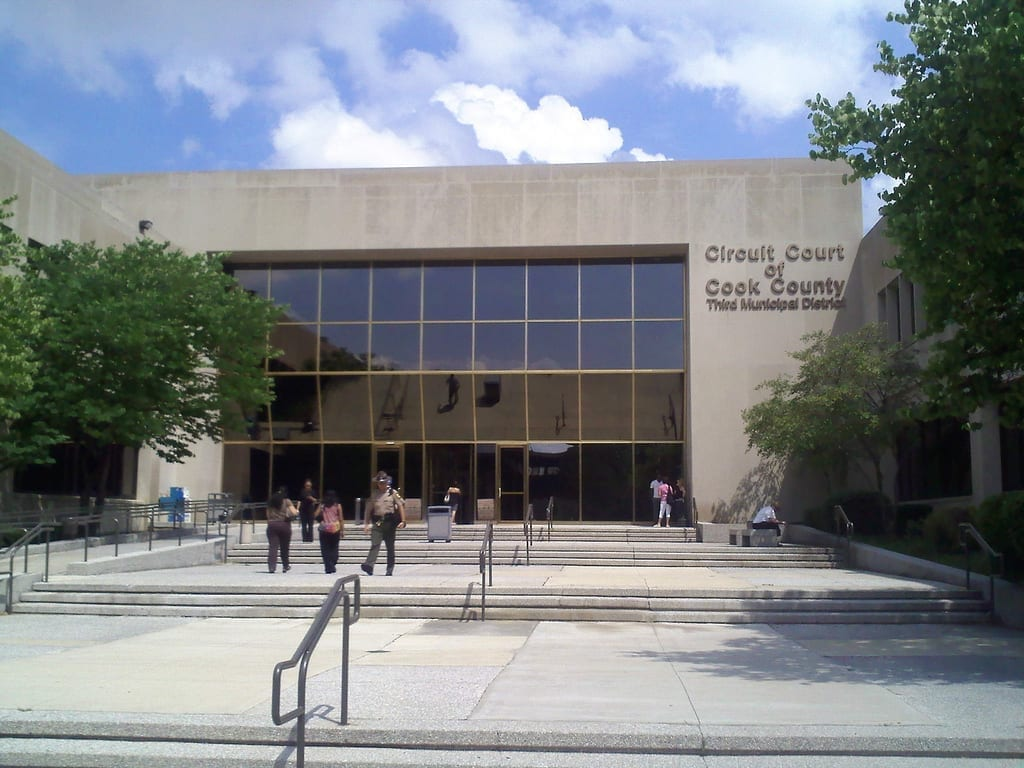 Cook County Circuit Court; image by kmaschke, CC BY-SA 2.0, via Wikimedia Commons, no changes.