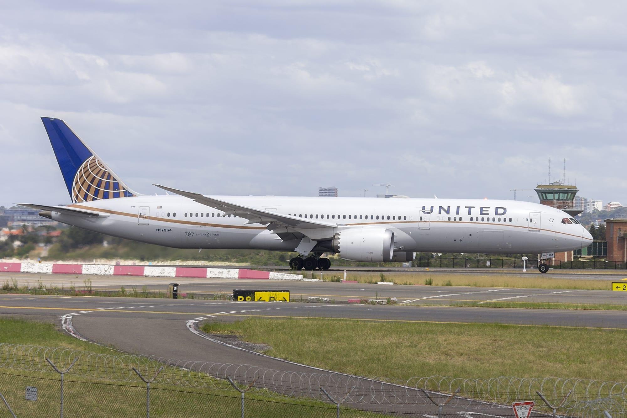 United Airlines(N27964)Boeing 787-9 DreamlinerdepartingSydney Airport; image by Bidgee, CC BY-SA 3.0 AU, via Wikimedia Commons, no changes.