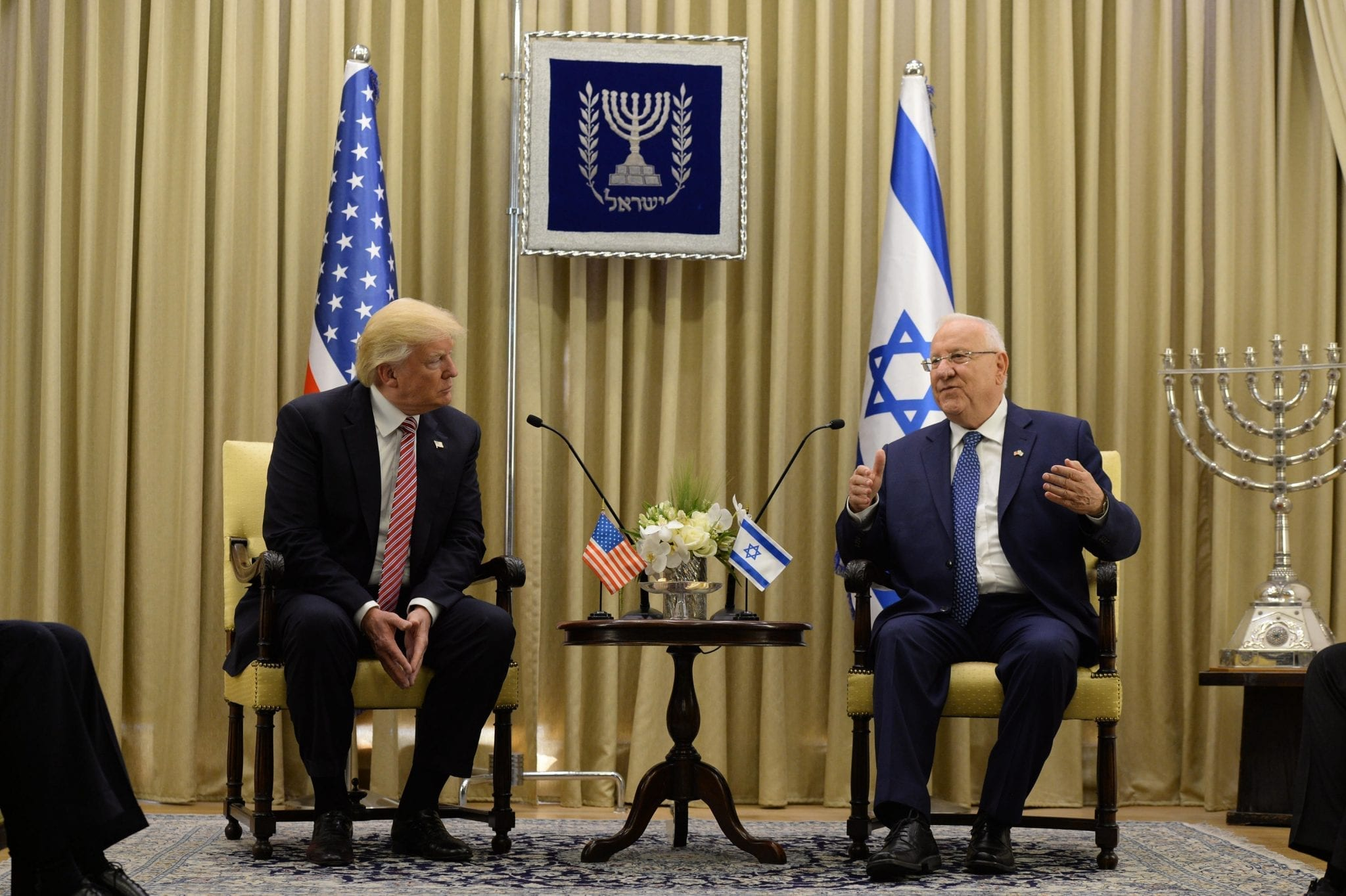 President of Israel, Reuven Rivlin, and the President of the United States, Donald Trump, in Mishkan HaNassi, the official residence of the President of Israel in Jerusalem; image by By חיים צח Government Press Office of Israel - Haim Zach, CC BY-SA 4.0, via Wikimedia Commons, no changes.