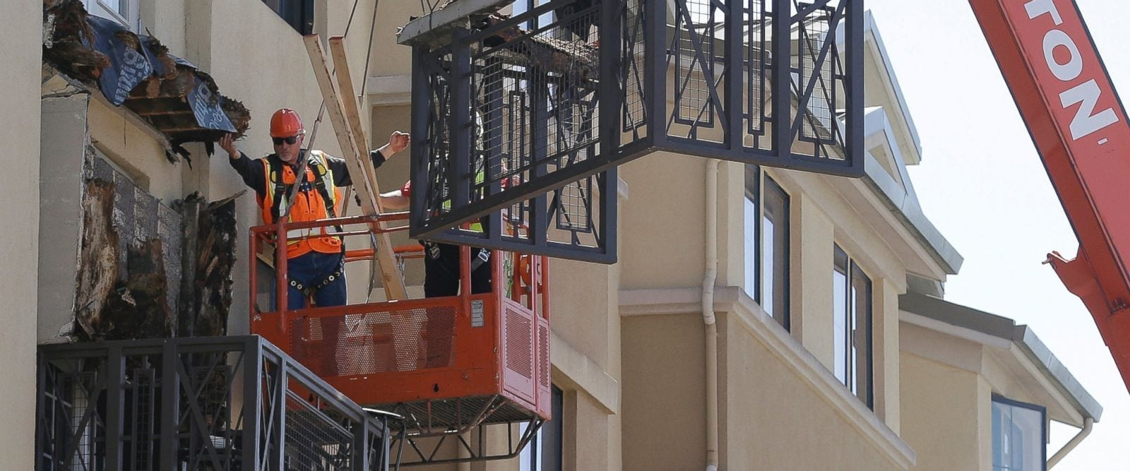 Image of the Library Gardens Apartment Complex Balcony Collapse