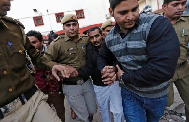 Shiv Kumar Yadav escorted by Delhi Police officers.