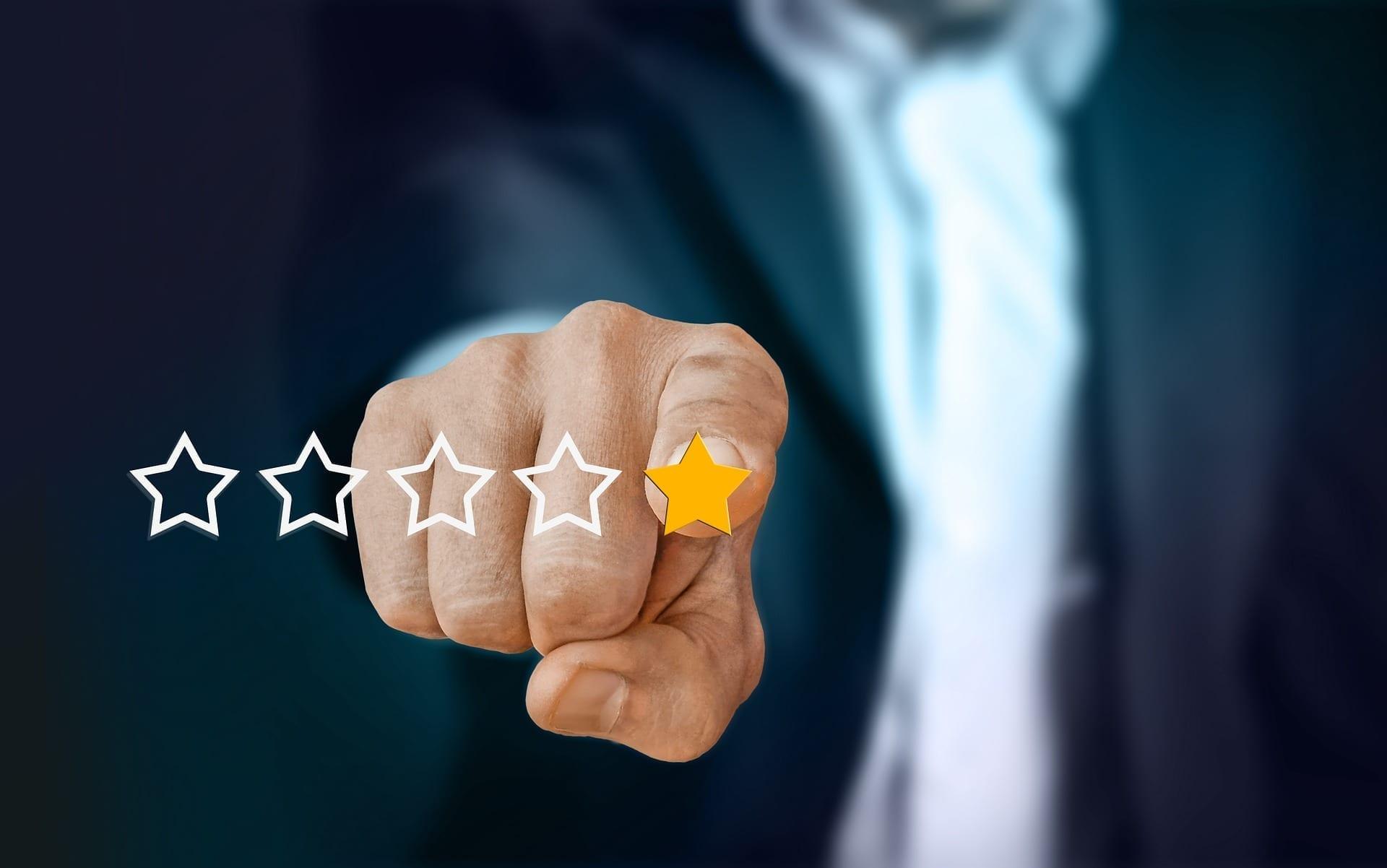 Online reviewer; image courtesy geralt via www.pixabay.com, CC0.