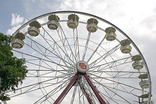 Image of the Giant Skywheel at Adventureland