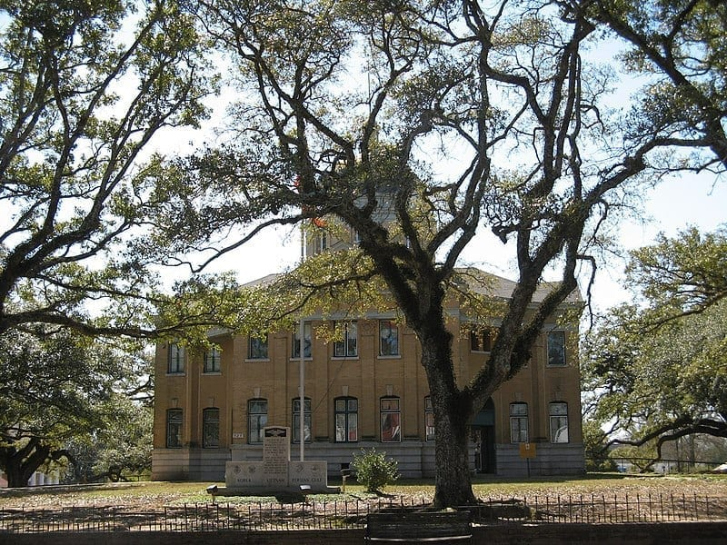 Image of the Wilkinson County Courthouse in Woodville