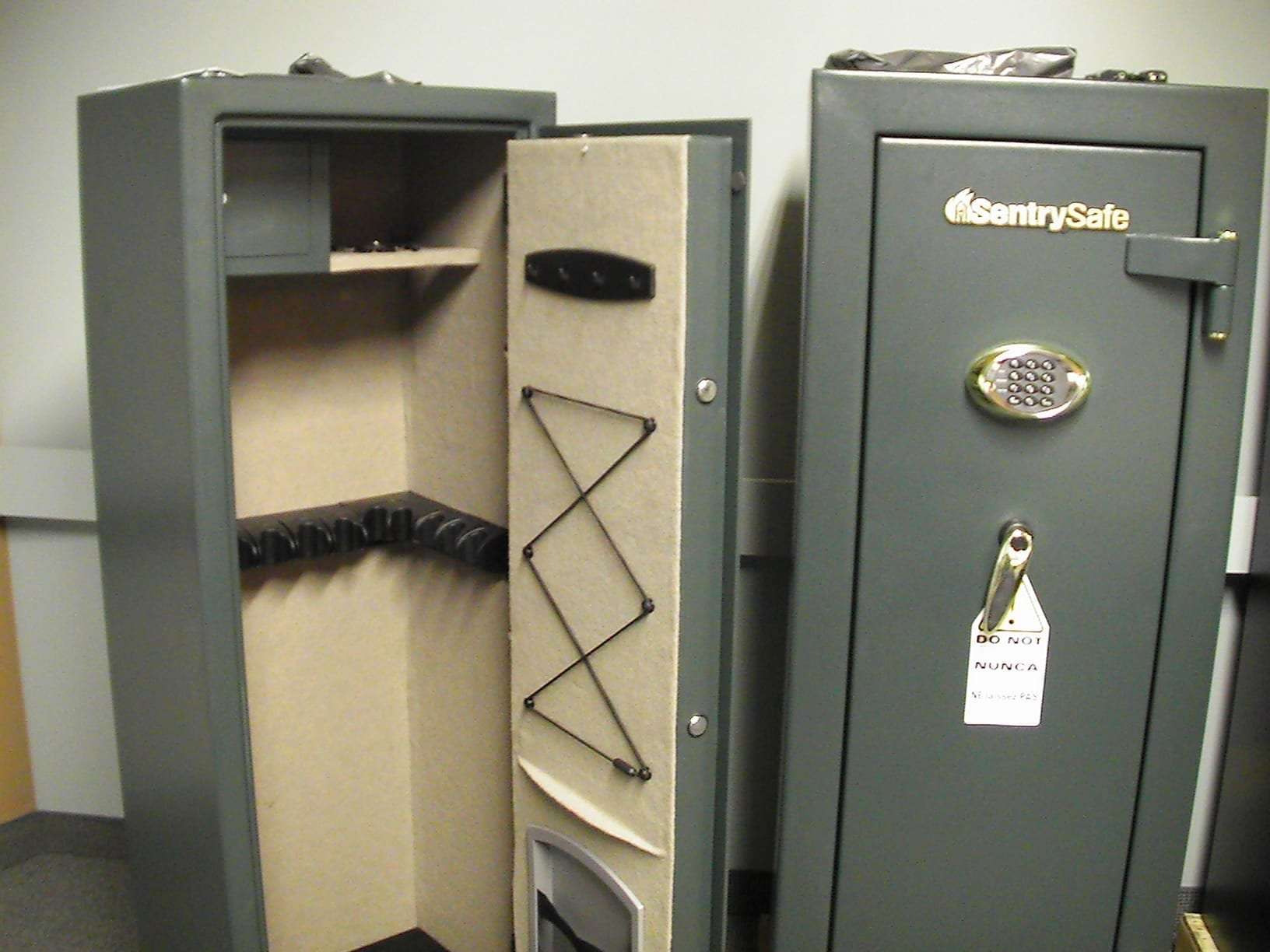 Gun safe; image by IssueLips, via Wikipedia, public domain.