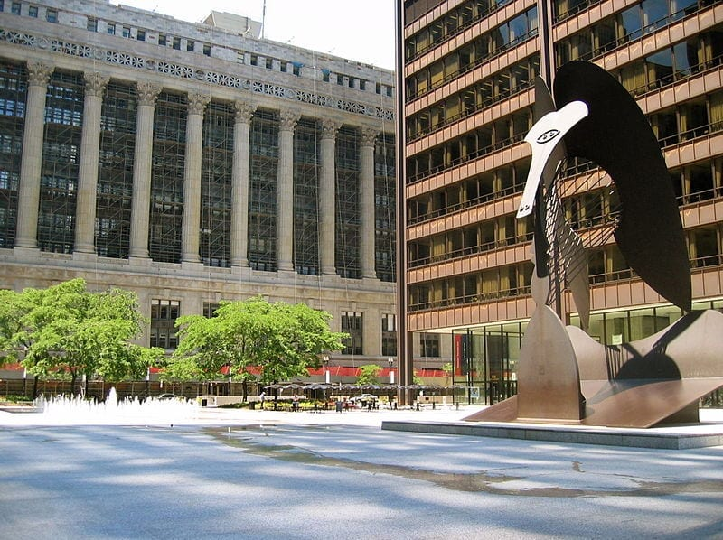 Image of the Daley Center (right), the home of Cook County Circuit Court