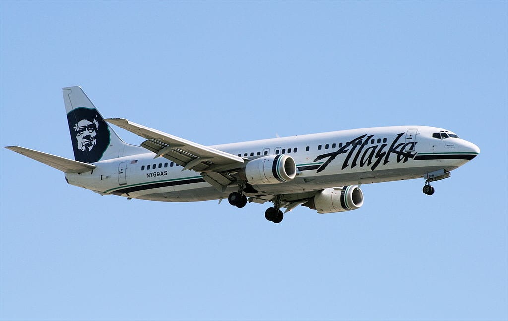An Alaska Airlines Boeing 737-400