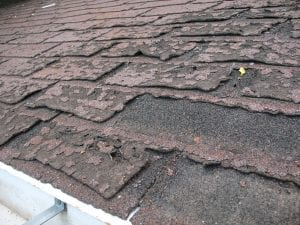 Failure of asphalt shingles allowing roof leakage; image by Dale Mahalko, CC BY-SA 3.0, via wikimedia.org, no changes.