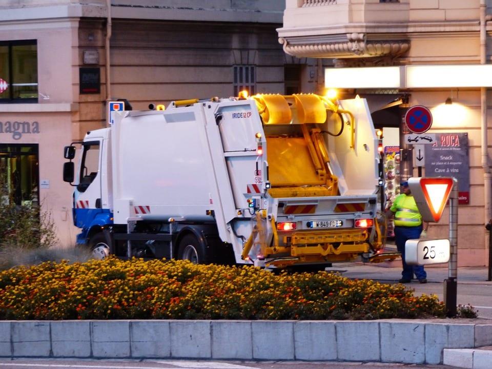 Garbage Disposal Truck