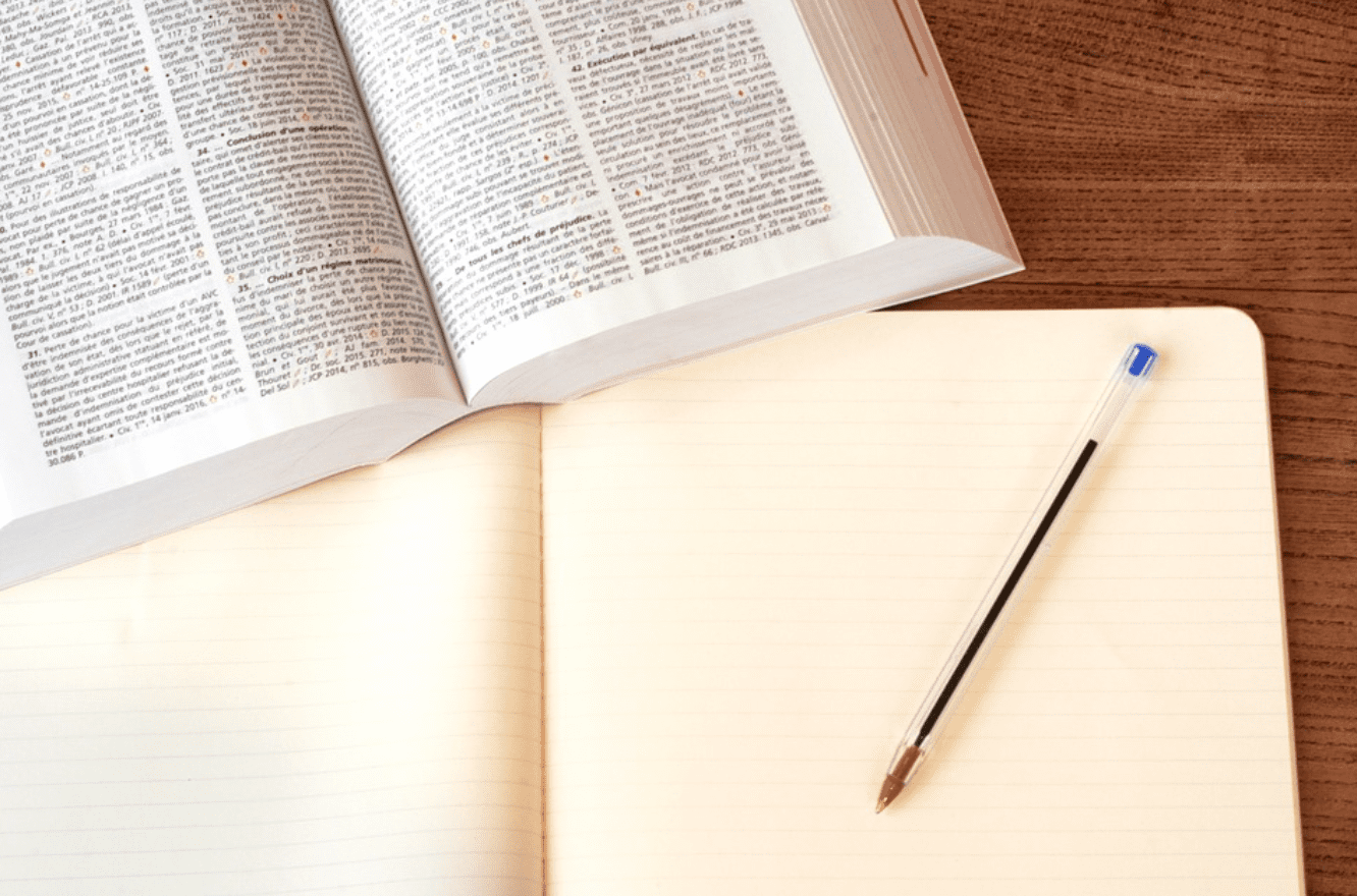 Open book with notepad and pen; image by CQF-avocat, via Pixabay.com.