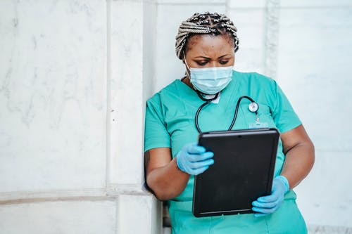 Identifying Info in Medical Treatment May Encourage Racial Bias